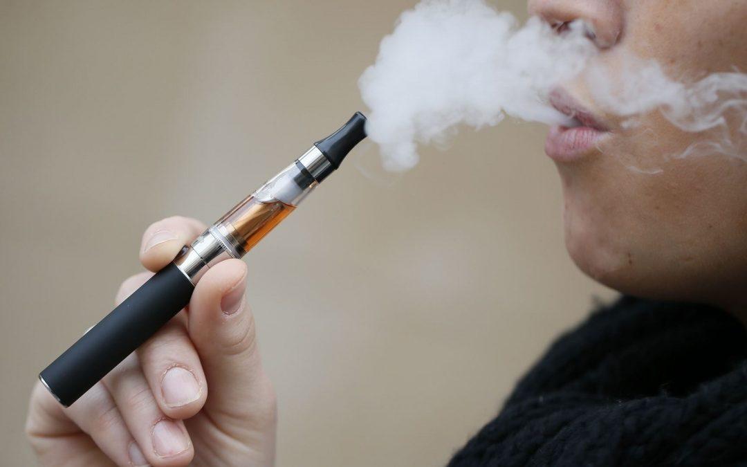 Cigarros electrónicos reducen la probabilidad de dejar de fumar