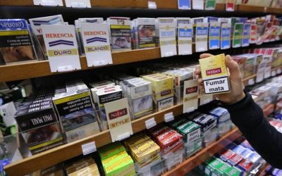 Los médicos piden que se prohíba fumar en el coche si se viaja con niños